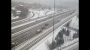 Ето как се чисти сняг от автомагистрала