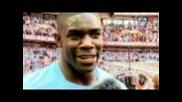 Manchester City празнуват след тяхната победа над Stoke City за купата на Fa Cup.
