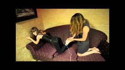 Секси мацки се гъделичкат