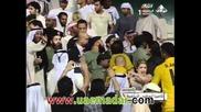 Марадона се втурва да спасява жена си по време на мач