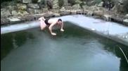 Луд германец опитва да скочи в замръзнал басейн (много смях)