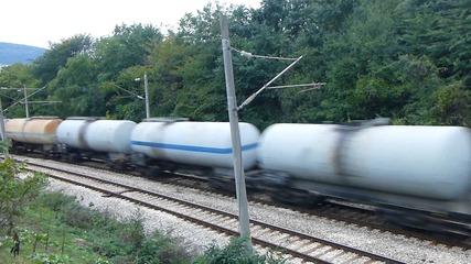 Товарен влак с локомотив 44 166