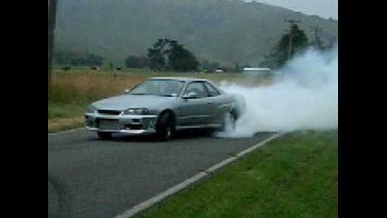 Nissan Skyline Gt-r Burnout ! Късане на гуми