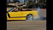 Въртене на място с Ford Mustang Shellby Gt 500
