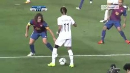 Неймар разби Puyol и Alves