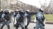 """Донецк, 23.02. - гражданите приветстват влизащите в града бойци от """"беркут"""""""