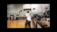Известни Us изпълнители разцъкват баскетбол