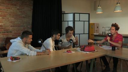 Лиам, Зейн и Хари от One Direction ядат торта! ;3