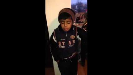 Малко дете пее 2014
