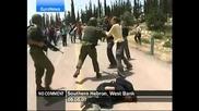 Израелски войници бият наред