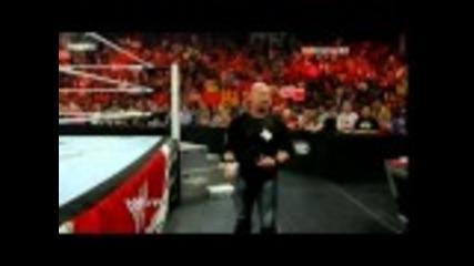 Ледения Стив Остин и Джон Сина атакуват Майкъл Кол!