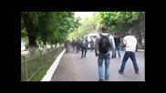 (+18) Ужас, В Мариупол фашистите разтрелват сарец