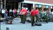 Как се разглобява и сглобява военна джипка за 3 минути