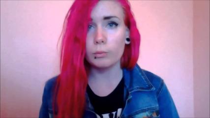 Влогърката Yoana показа червен хартон на хомофобията!
