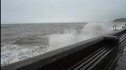 Силни вълни в Северен Уелс