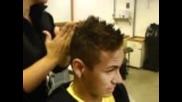 Neymar във фризьорският салон