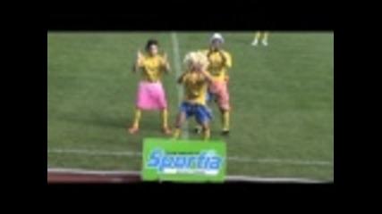 Футболист празнува гол, имитирайки Шакира - Смях
