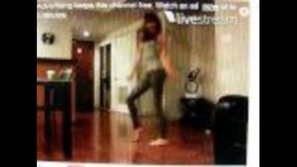 Bella Thorne dances to single ladies.