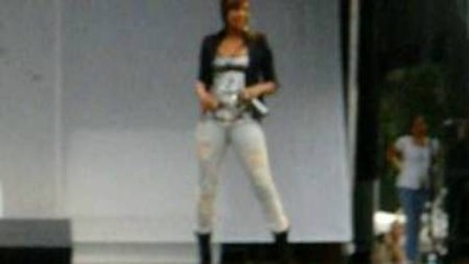 Keri Hilson - Turn my swag on (live)