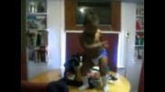 Бебе танцува луд смях