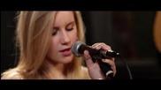 момиче с уникален талант пее Nothing Like Us