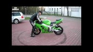 Fail! Idiot makes a burnout with a new bike