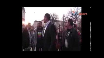 Кубрат Пулев пред Паметника на Васил Левски - Bgsport.bg