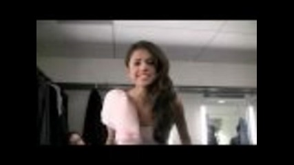 Selena Gomez-имитира Nikky Minaj