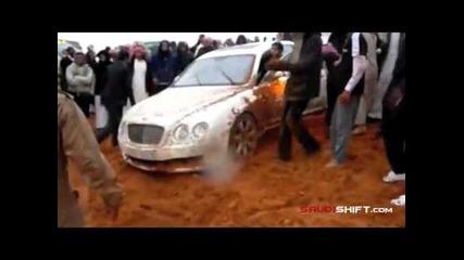 С Bentley насред пустинята