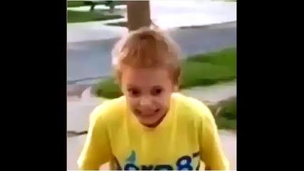 Напушено хлапе играе Баскет!!! { Смях }