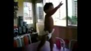 Бебе денси много лудо на - Помпа Кючек