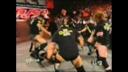 Nexus пребиват Randy Orton