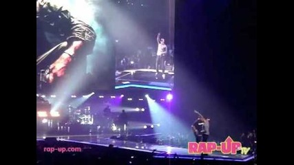"Eminem Performs ""airplanes"" + ""forever"" Live in Los Angeles"