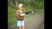 Мацки стрелят с оръжия, компилация