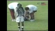 Светкавица пада на футболен мач