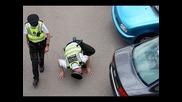 Луда кучка се опитва да избяга от полицията в задръстване (русия)