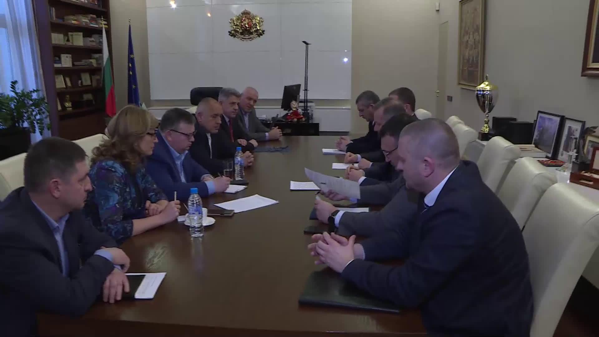 Премиерът събра спецслужбите на спешна среща