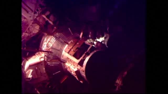 Прекъснаха преждевременно разходката в Космоса на астронавтите