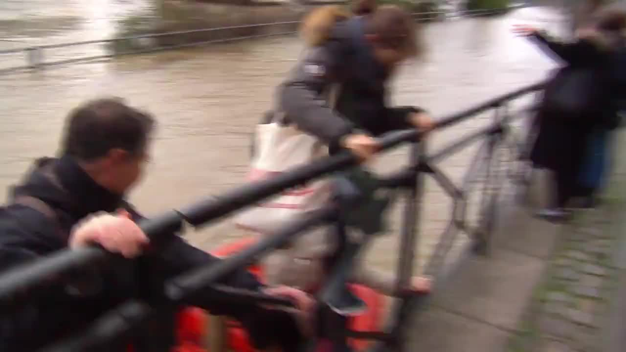 France: Paris roads closed as Seine continues to rise