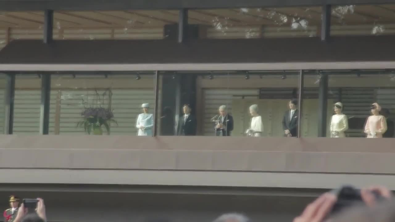 Japan: Thousands gather at Imperial Palace to greet Emperor on his 83 birthday