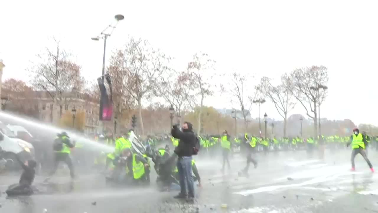 France: Cars burn as \'Yellow Vest\' protests rage in Paris