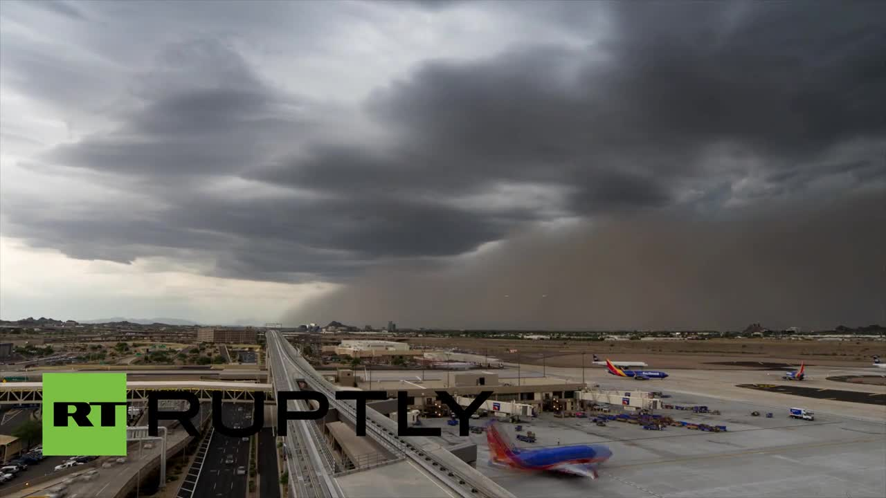Финикс (САЩ): Пясъчна буря обгръща целия град