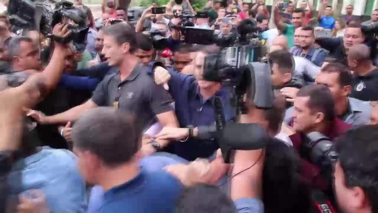 Brazil: Front-runner Bolsonaro casts vote in presidential elections
