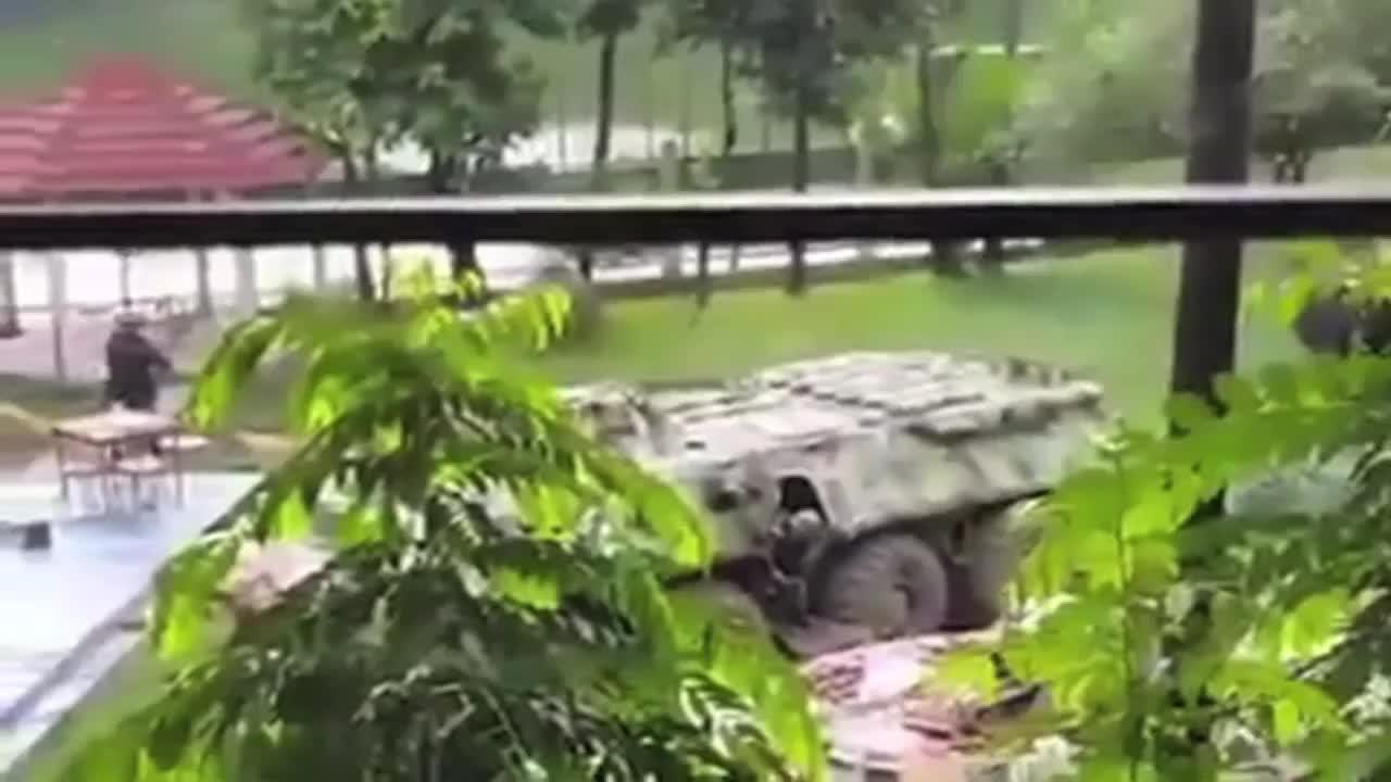 Специалните сили щурмуват ресторанта в Дака, в който бяха взети заложници