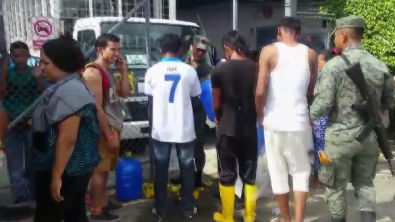 Еквадор: Спасителни екипи продължават да търсят оцелели