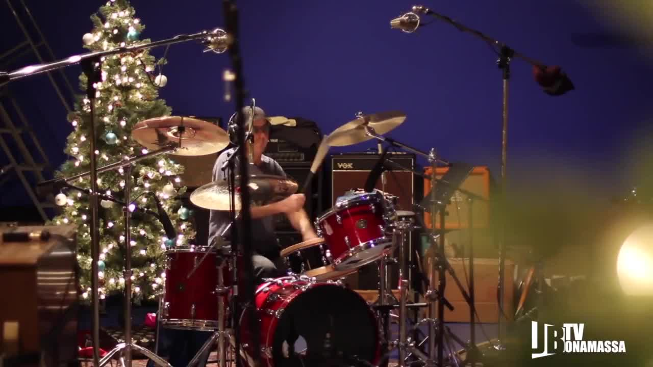 Joe Bonamassa - Lonesome Christmas - Offical Music Video в