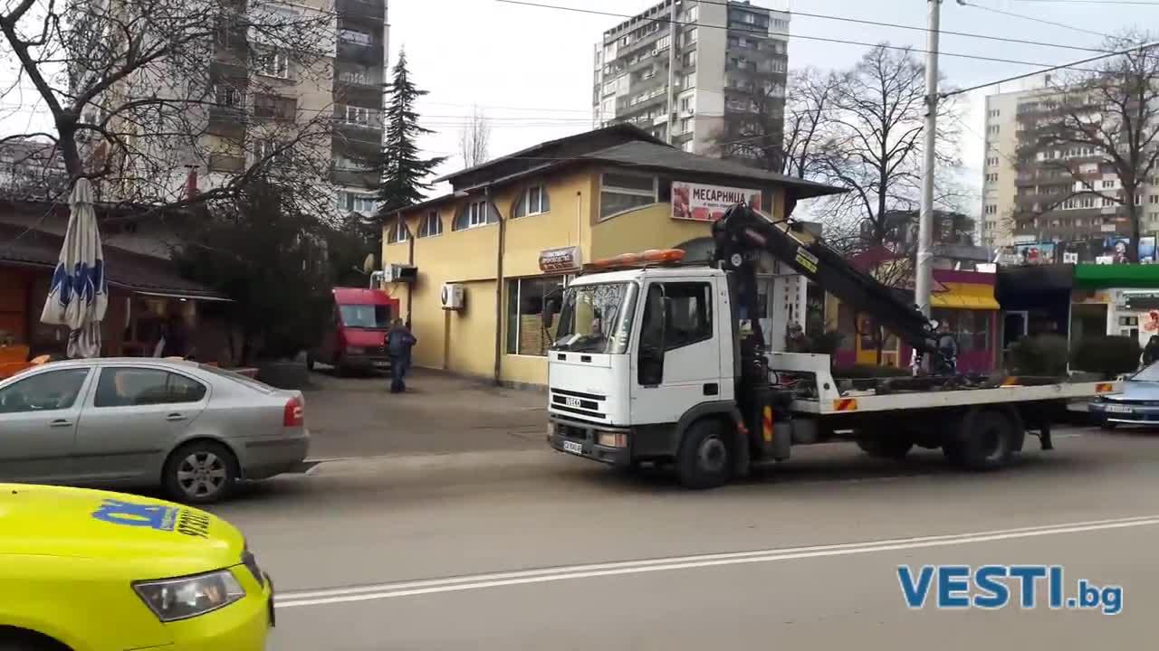 """КАТ разчисти бул. """"Тодор Каблешков"""" от неправилно паркирали коли"""