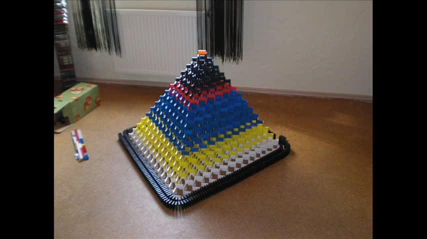 Този трик ще ви убие ! Ето това се казва як трик с домино (pyramid) 08 !!