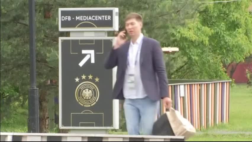 Германия кацна в Русия, за да защитава трофея си