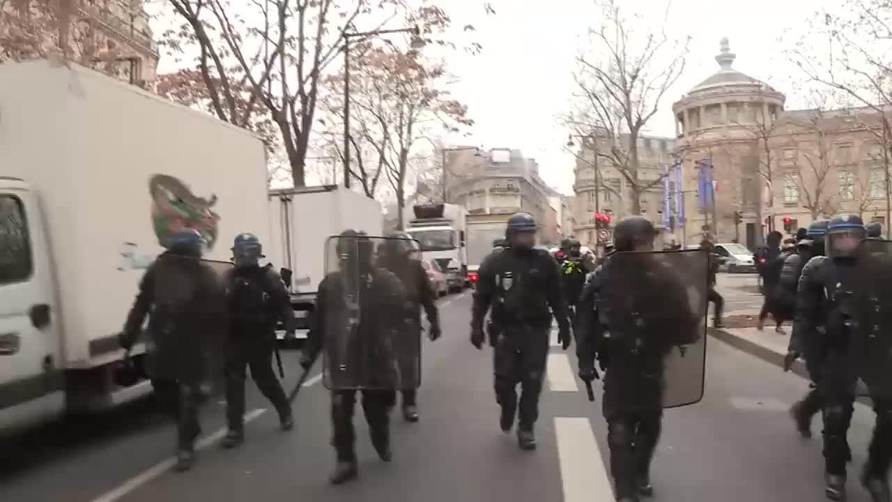 France: 'Yellow Vest' protests return to Paris